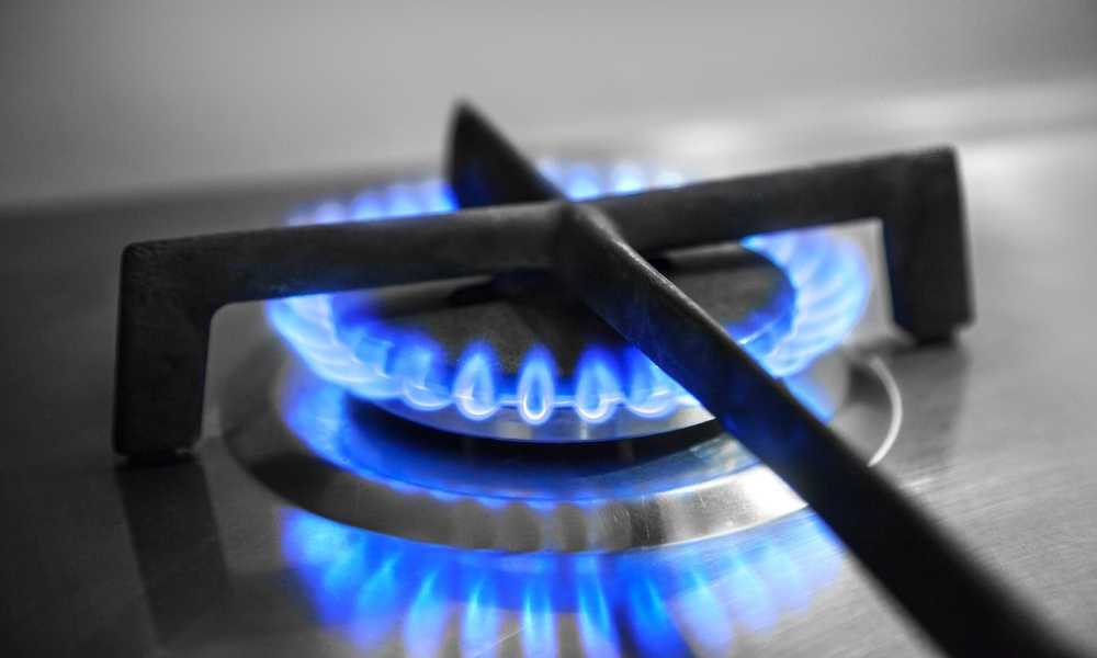 How to clean a gas stove properly?