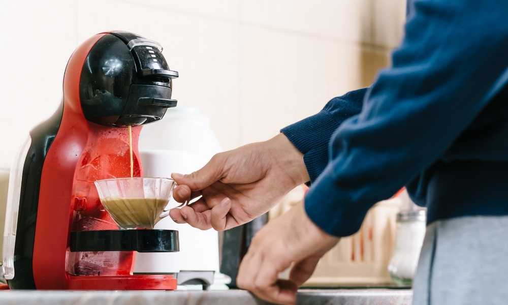 How to clean a coffee maker?