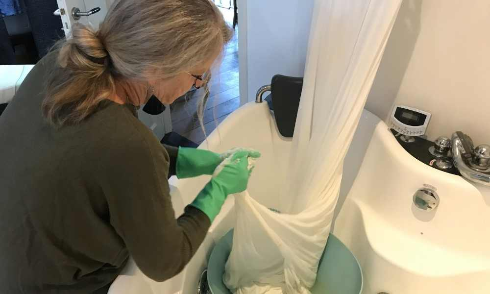 How to clean a wedding dress